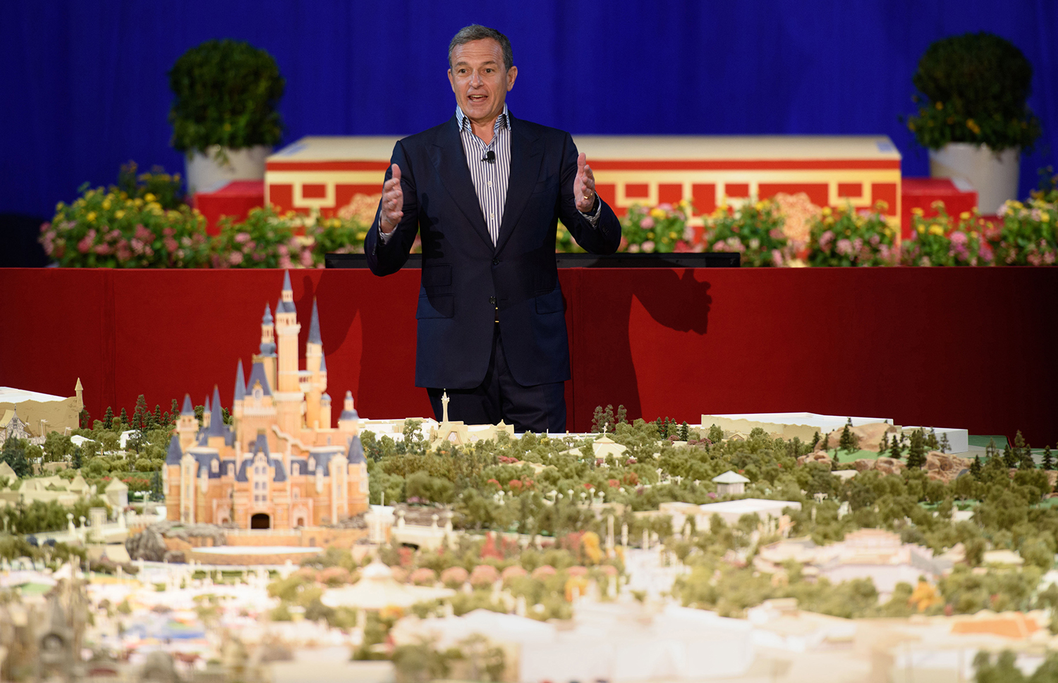 Walt Disney Company chairman and CEO Bob Iger speaks in front of a model of the new Shanghai Disney Resort during a press event in Shanghai on July 15, 2015. US entertainment giant Disney gave the first detailed preview to the media for its planned theme park in Shanghai, promising Chinese features and new attractions unlike its five other resorts, executives said. AFP PHOTO / JOHANNES EISELE.